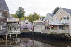 Häuser auf Stapel in Neu-England Lizenzfreie Stockfotografie