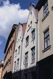 Häuser auf Straße alter Riga-Mitte Stockfotos