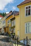 Häuser in Bergen stockbild