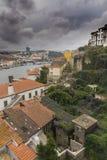 Häuser, Dächer und Fluss Duero stockfotos