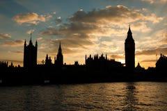 Häuser des Parlaments am Sonnenuntergang Stockfotos