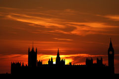 Häuser des Parlaments am Sonnenuntergang Stockfotografie
