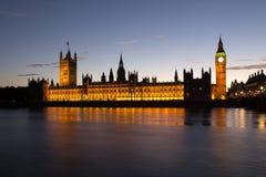 Häuser des Parlaments am Sonnenuntergang lizenzfreies stockbild