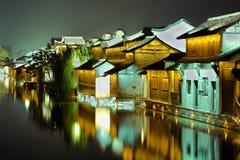 Häuser durch den Kanal Stockfotografie
