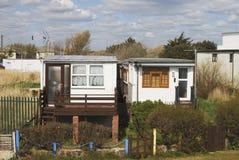 Häuser durch Strand bei Bognor Regis. Großbritannien Stockbilder