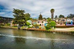Häuser entlang Soquel-Nebenfluss in Capitola Lizenzfreie Stockfotos