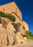 Häuser gebaut auf Felsen an der Zitadelle in Korsika Stockfotos