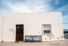 Häuser im Dorf von Almadraba von Monteleva, nahe der Ausnutzung des Salzes im Naturpark von Cabo De Gata, Almeria, stockbild