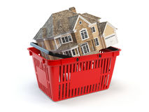 Häuser ist in einem Einkaufskorb Real Estate vermarkten Konzept Stockfoto
