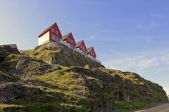 Häuser mit Ansichten in Sisimiut, Grönland. lizenzfreie stockbilder
