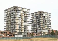 Häuser mit Ebenen lizenzfreie stockfotos