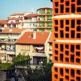 Häuser mit gelben Dächern in Sozopol, Bulgarien Stockfotos
