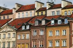 Häuser mit roter Dachspitze lizenzfreie stockfotografie