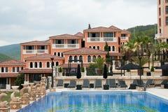 Häuser mit Swimmingpool Stockbild
