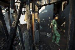 Häuser nach Brand in Jakarta stockbilder