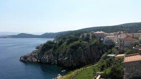 Häuser nahe adriatischem Meer Stockfotografie