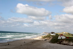 Häuser nahe dem Strand Lizenzfreies Stockfoto