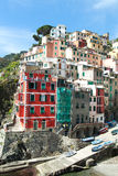 Häuser in Riomagiore, Italien Stockbilder