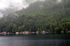 Häuser am Seeufer Lizenzfreie Stockfotografie
