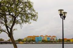 Häuser Sint Annabaai lizenzfreie stockfotografie