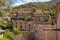 Häuser in szenischem Deia, Mallorca Stockfoto