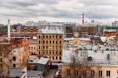 Häuser und Dächer in der Mitte von St Petersburg Lizenzfreies Stockbild