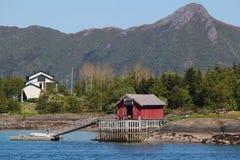 Häuser und Docks von Meloey Stockbild