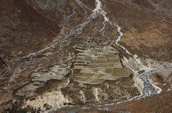 Häuser und Felder im Thame-Tal, Nationalpark Everest Stockbild