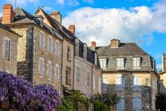 Häuser und Glyzinie von Martel, Los, Midi-Pyrénées, Frankreich Lizenzfreie Stockfotos