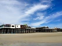 Häuser und Restaurants auf dem Strand Stockfotos