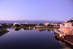 Häuser und See Stockbilder