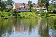 Häuser und Umgebung in Schweden. Lizenzfreies Stockbild