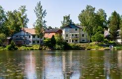 Häuser und Umgebung in Schweden. Lizenzfreies Stockfoto