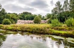 Häuser von Arlington rudern im Dorf von Bibury stockfotos