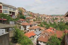 Häuser von einer Gebirgsstadt Stockbild