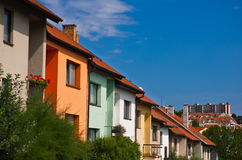 Häuser, Wohnsitzgebäude in der Landschaft Lizenzfreie Stockbilder