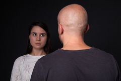 Häusliche Gewalt zur Frau stockfotografie
