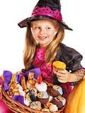Häxabarn på den Halloween deltagaren. Royaltyfri Bild