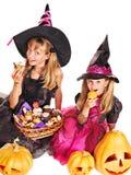 Häxabarn på det Halloween partit. Arkivbilder