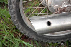 Hål för motorcykel för avgasrörrør Royaltyfri Foto