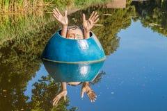 HÅLABOSCH, NEDERLÄNDERNA - AUGUSTI 30, 2016: Konstnärlig staty i Den Bosch, Netherlan royaltyfri fotografi