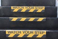 Håll ögonen på ditt momenttecken på trappa Royaltyfria Bilder