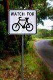 Håll ögonen på för cyklisttecken Royaltyfria Foton