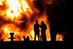Hålla ögonen på branden Royaltyfria Foton