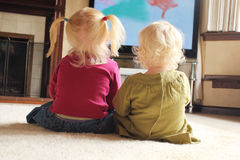 hålla ögonen på för barntelevision Arkivbild
