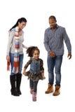 Hålla ögonen på för föräldrar för liten afro flicka running Arkivfoton
