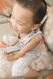 hålla ögonen på för pojketv Royaltyfria Foton