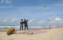 hålla ögonen på för surfarear Arkivfoton