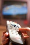 hålla ögonen på för tv Fotografering för Bildbyråer