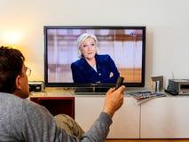Hållande ögonen på debatt för kandidatsupporter mellan Emmanuel Macron och Royaltyfri Foto